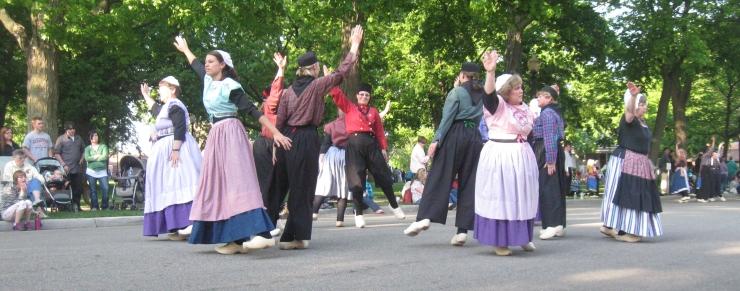 klompen_dancing_tulip_time.jpg